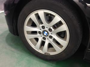 BMW 3シリーズ ブラックメタリック  ホイール洗浄前