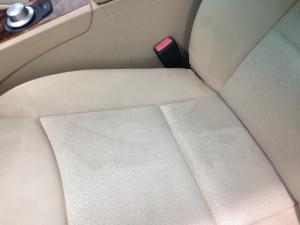 BMW 3シリーズ ブラックメタリック  シート染み